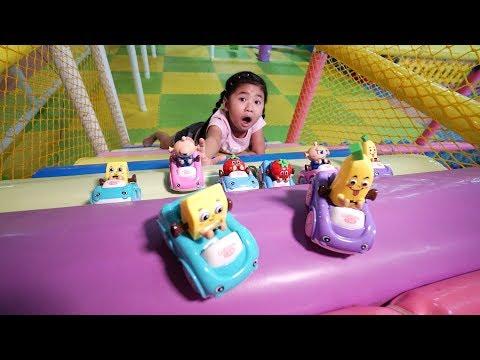 Mẹ Ơi Con Tìm Được Nhiều Đồ Chơi Ô Tô Dâu, Ô Tô Chuối   Indoor Playground Family Fun For Kids
