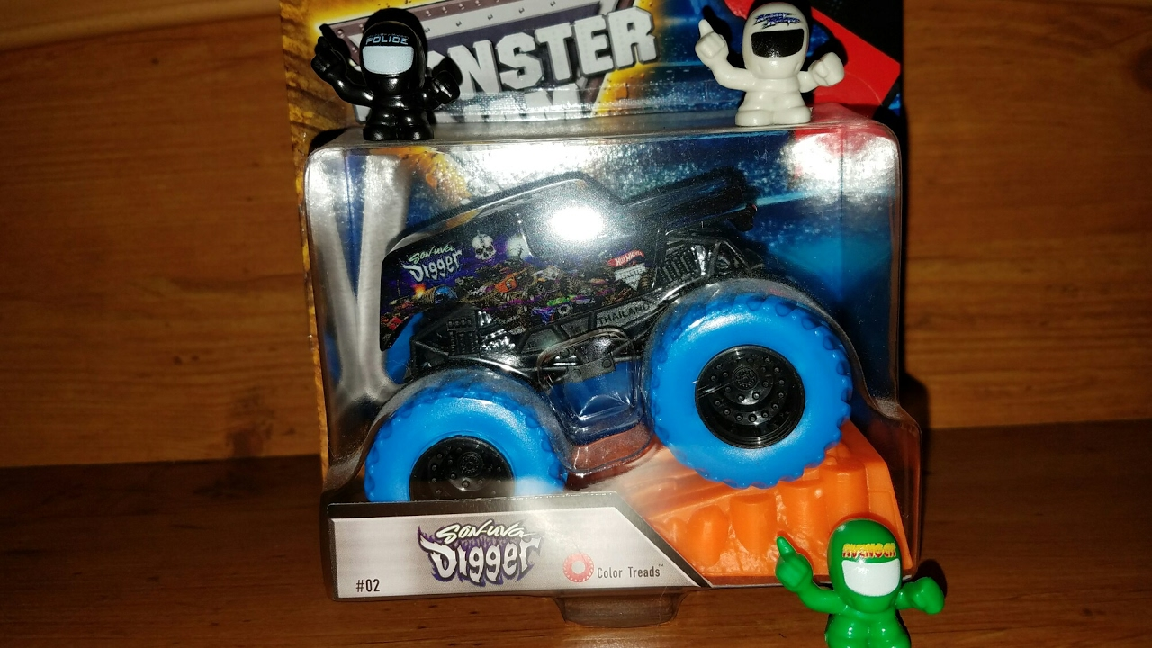 Hot Wheels Monster Jam: Color Treads Son-Uva Digger ...