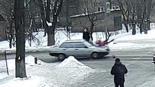 Автомобиль сбил ребенка на пешеходном переходе.