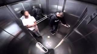 Video Broma de el peo en un ascensor download MP3, 3GP, MP4, WEBM, AVI, FLV November 2017