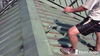 Čištění plechové střechy