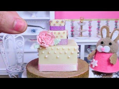 miniature-white-chocolate-and-pink-carnation-square-wedding-cake---mini-food-asmr