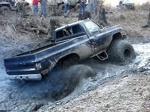 4 WHEEL STEERING BIG BEAST MUD TRUCKS ON SKIDDER TIRES PLAYIN IN CREEK!!