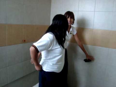 Chicas en el bano