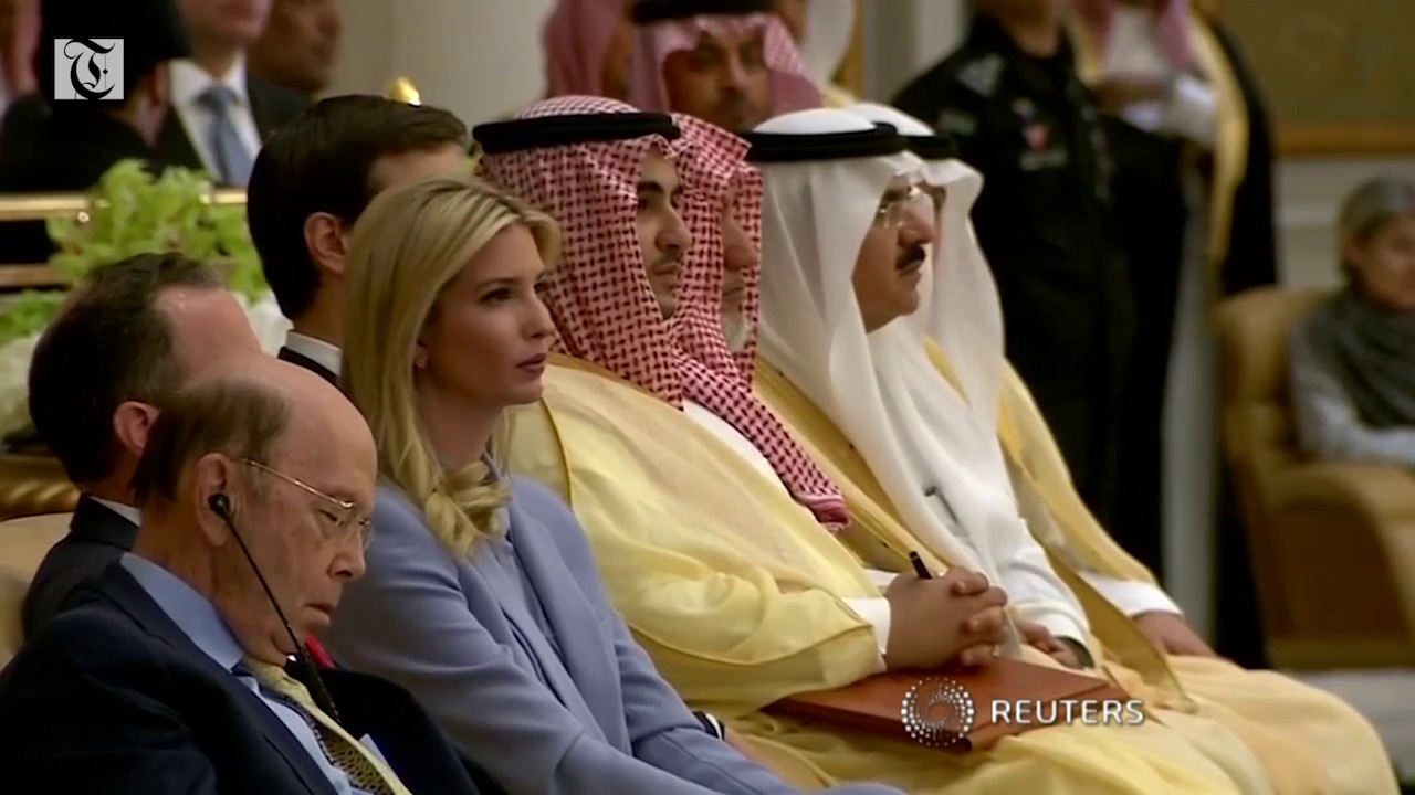 U.S. Commerce Secretary appears to sleep during Trump speech