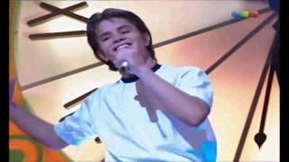 Chiquititas -  Felipe canta pienso en ti para Camila