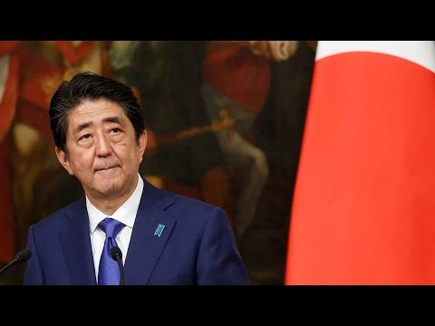 Abe sends an offering to Yasukuni shrine, lawmakers pay visits