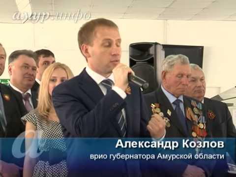 Мэр Амурской области Александр Козлов поздравляет ветеранов. Бодрячком.