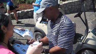 Ozzie Smith signs autographs for The SI KING 7-18-14