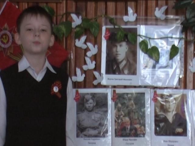 Изображение предпросмотра прочтения – ДмитрийВолодин читает произведение «Героям победы спасибо» О.В.Масловой