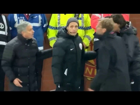 jose-mourinho-and-jurgen-klopp-have-an-almighty-argument-on-the-touchline---new-1018