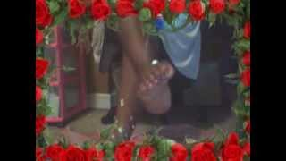 FOOT LOVE POSES AND VIDEOS !