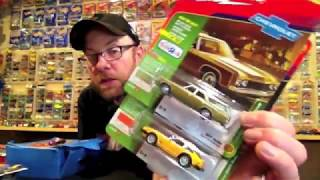 Diecast Weekly Episode 74 - Toys R Us Exclusive Johnny Lightning and few other things
