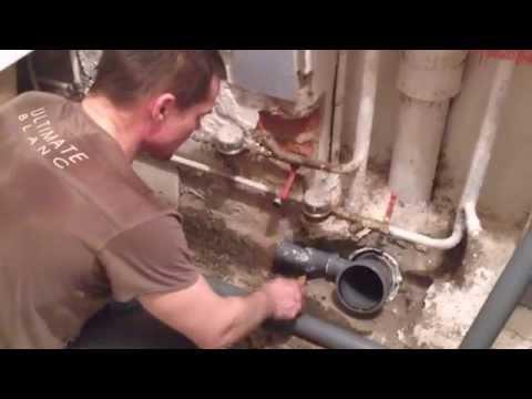 видео: Замена канализации в квартире,своими руками может каждый!Урок новичкам.