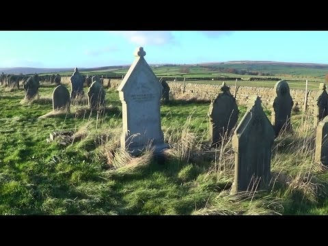 Metal Detecting UK (620) XP Deus - The Graveyard Shift