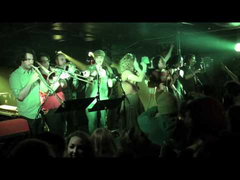 iLa Mawana - Jammin' (Bob Marley Cover) live at The Middle East 2/4/12