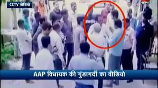 Video Video Viral: AAP MLA Mahendra Goyal slaps a man in public download MP3, 3GP, MP4, WEBM, AVI, FLV Desember 2017
