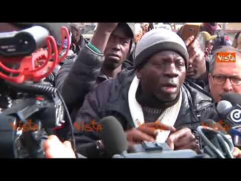 Tensione a Firenze al corteo dei senegalesi per ricordare il loro connazionale ucciso