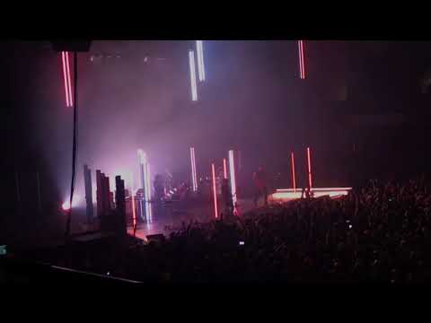 Queens Of The Stone Age - No One Knows LIVE @ Roy Wilkins Auditorium, St Paul MN