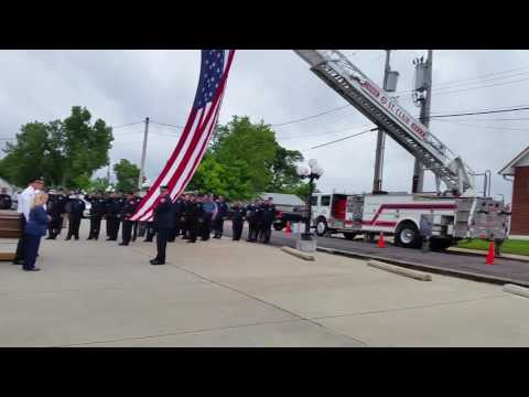 Police officer funeral listen carefully to the last call. St Louis Doves Release Company 🕊️🙏🕊️