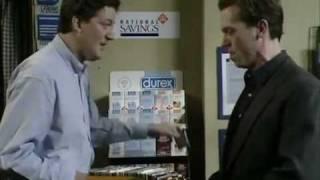 Шоу Фрая и Лори. 8 пачек презервативов
