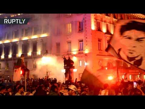 احتفالات الجزائريين تعمّ شوارع باريس  - نشر قبل 2 ساعة