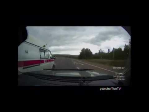 Как скорая отомстила водителю, который её не пропускал