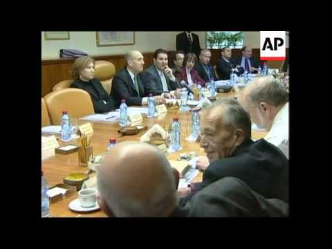Olmert convenes his ministers for weekly cabinet meeting