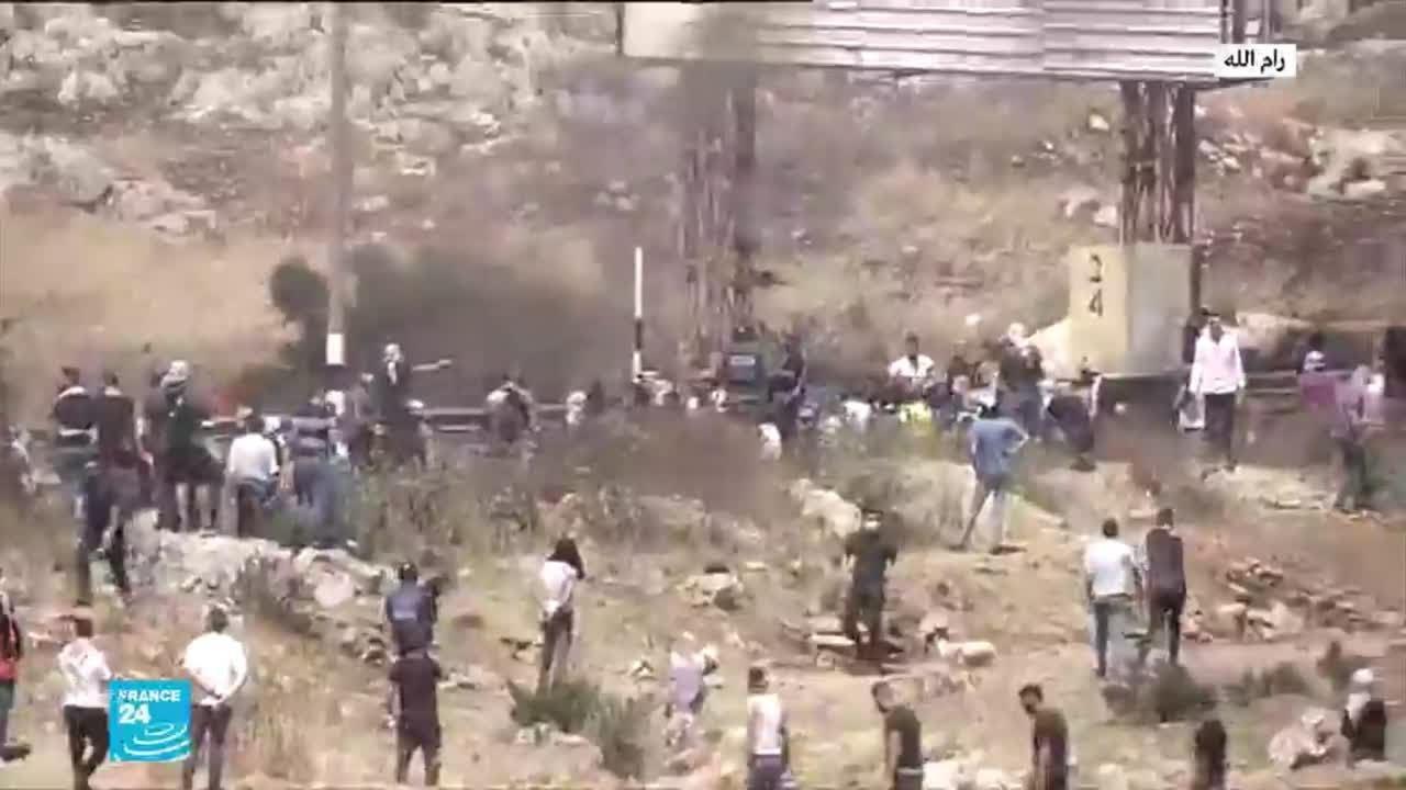مواجهات بين فلسطينيين وجنود من الجيش الإسرائيلي في منطقة البيرة  - نشر قبل 2 ساعة
