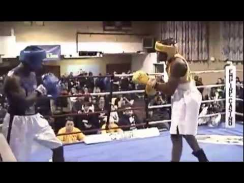 2013 golden gloves brooklyn shaquille leon vs prince for Boxing day meuble leon