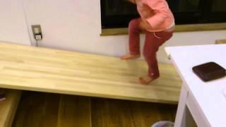 新しいお家に滑り台ができました。 優美ちゃんの楽しい遊び場所になって...
