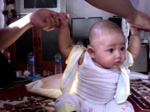 belajar duduk usia 3 bulan