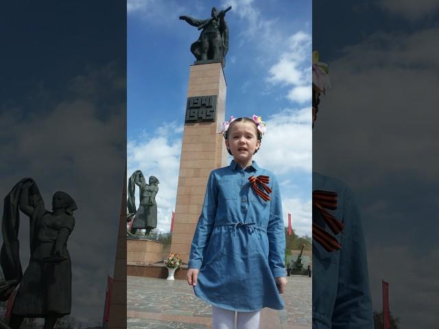 Изображение предпросмотра прочтения – АРИНАМАЛЯСОВА читает произведение «Памятник» (Рублев Георгий)