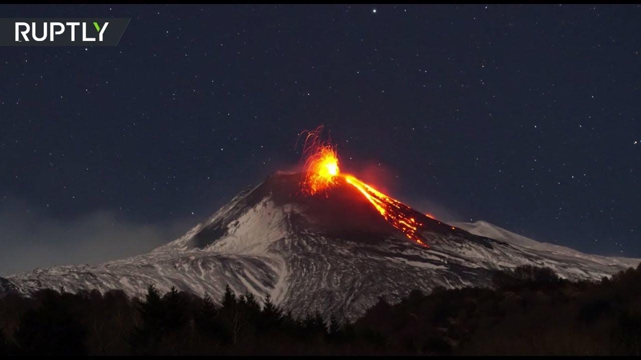 Извержение вулкана Этна в Италии