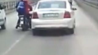 Konya Haber! Otomobil Sürücüsünün Motosikletliye Çarpma Anı Kameralara Yakalandı