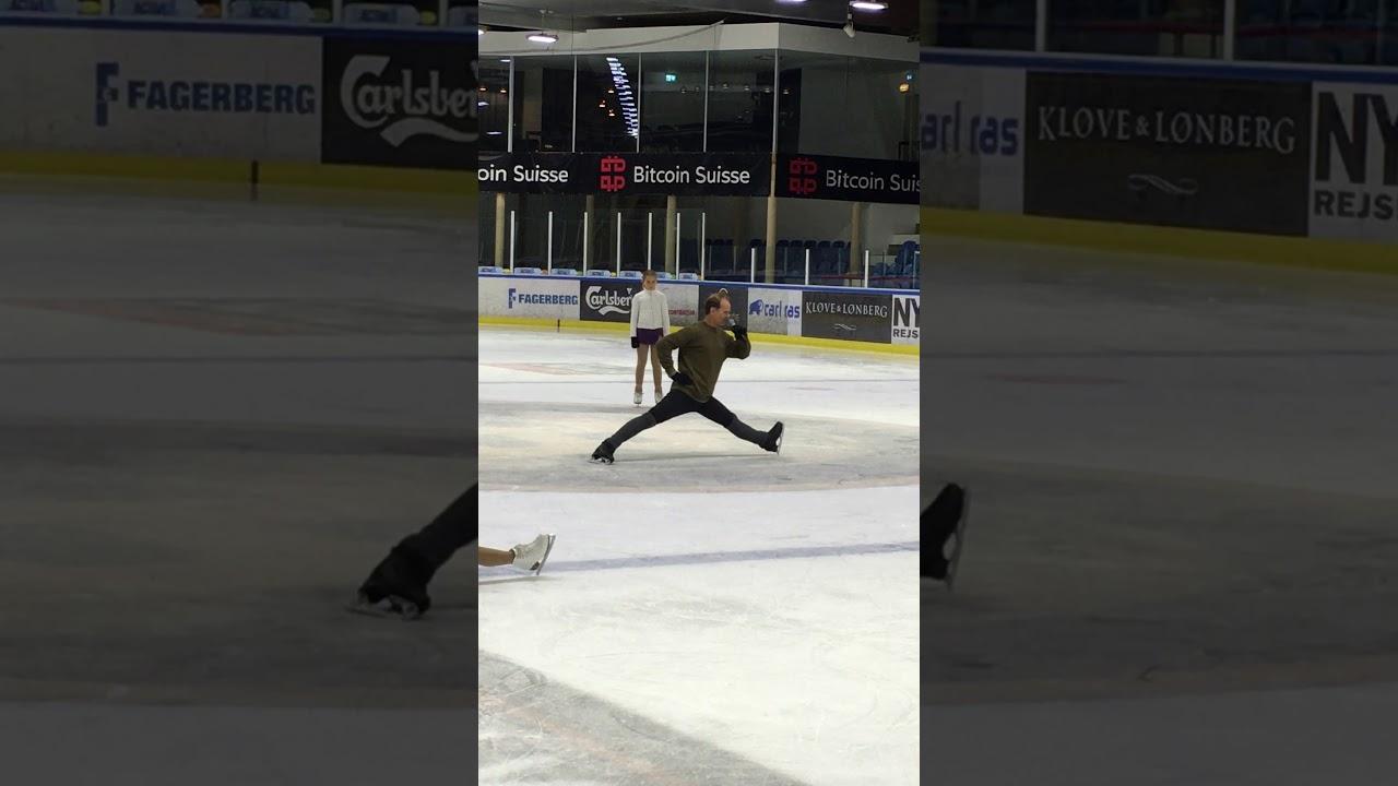 ON-ICE SPLIT STRETCH