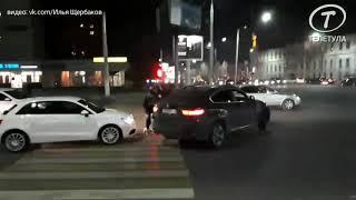 В Туле водитель Audi подрался с водителем BMW на пешеходном переходе