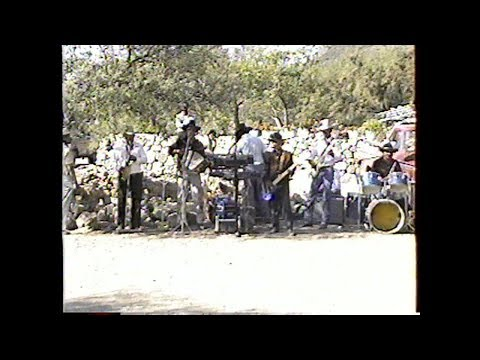 Comiendo y Tocando Contrbandistas de San luis 1993
