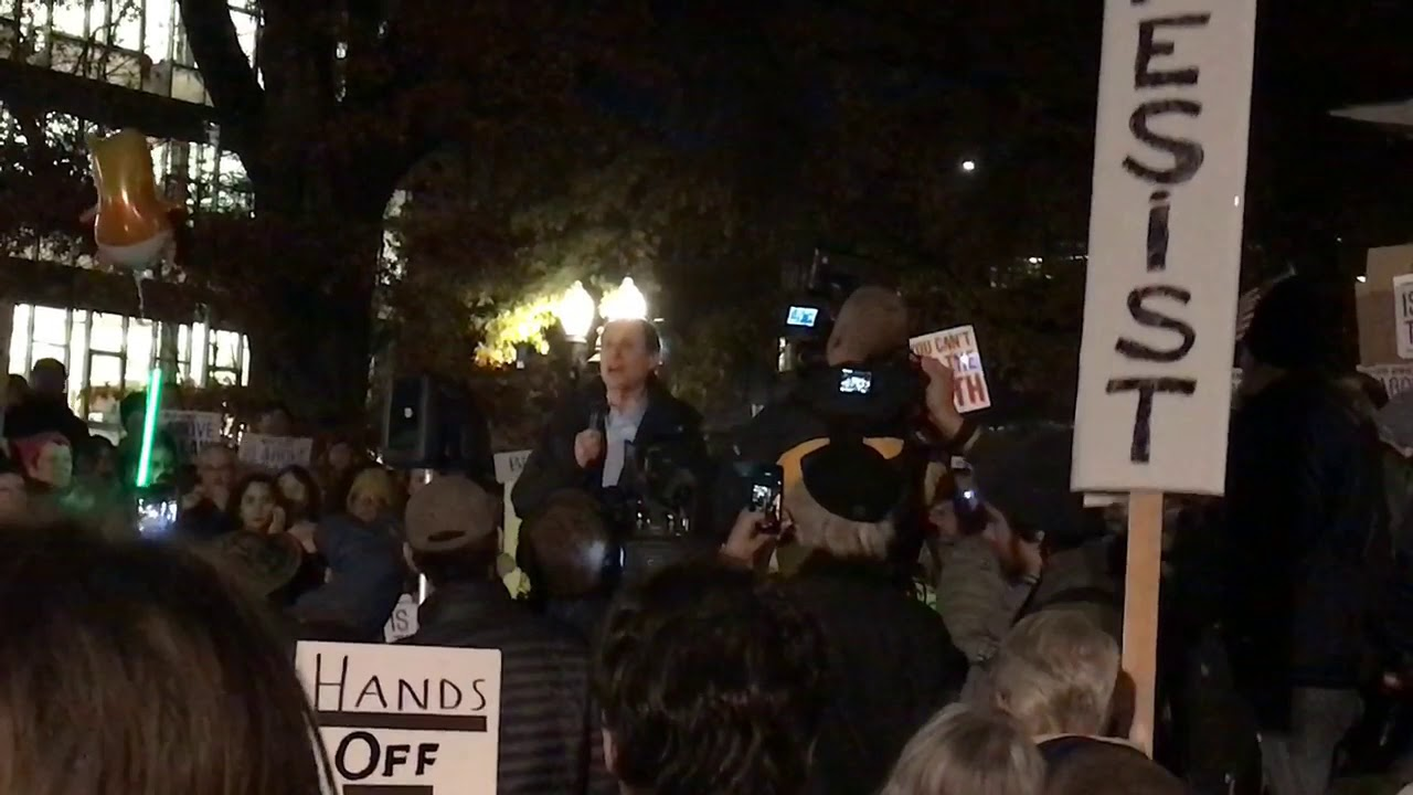 Hundreds gather in Portland to support Mueller probe of Trump campaign
