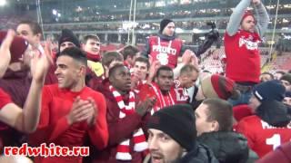 Игроки Спартака на фанатской трибуне после матча Спартак - Рубин 2:1