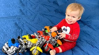 Little ANDREW plays with COLOR MOTOCICLES Video for kids by JoyJoy Lika