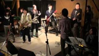 利尻島で活動するアマチュアビッグバンド「利尻ブラスオルケスタ」の演...