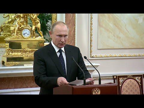 Владимир Путин вручил награды семьям погибших при ЧП под Северодвинском.