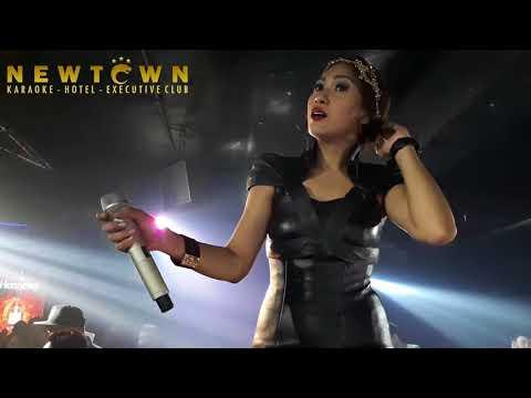 TATA JANEETA - KANGEN ( DEWA 19 ) Live @ Newtown Executive Club Jakarta