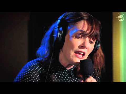 Sarah Blasko covers David Bowie 'Life On Mars' without the talking at the start