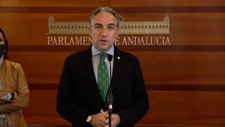 Junta entrega al Parlamento una réplica del escudo de la Casa de Blas Infante
