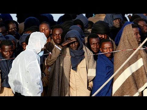 Mediterranean migrants - 800 rescued and brought to Italy - world