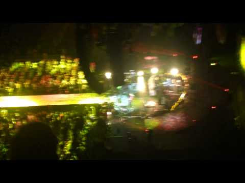 Yellow- Coldplay live in Brooklyn Dec 30th 2012 Barclays Center