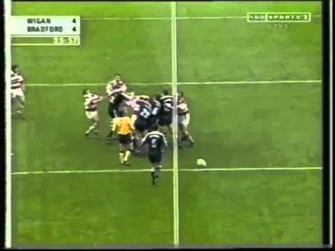 Andy Farrell Headbutt v James Lowes - Wigan v Bradford Fight 2000