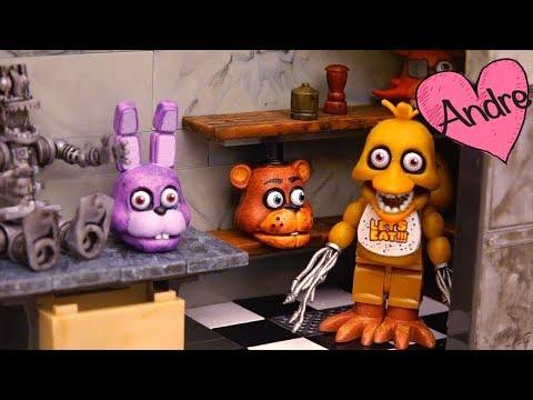 FNAF Oficina y Backstage - Foxy esconde la guitarra de Bonnie y le echan la culpa a Golden Freddy